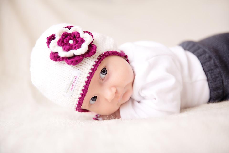 kootud-beebimuts-lilla-valge